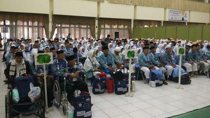 808 Orang Jemaah Haji Tiba di Embarkasi Bekasi, Idealnya Berada di Asrama 6 Jam