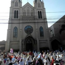 Hormati Umat Islam Jalani Salat Ied, Gereja Katedral Lampung Ubah Jadwal Misa Pagi