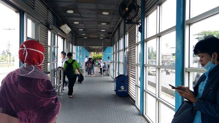Calon Penumpang Tanpa Masker Dilarang Masuk Halte Transjakarta Demi Pencegahan Virus Corona
