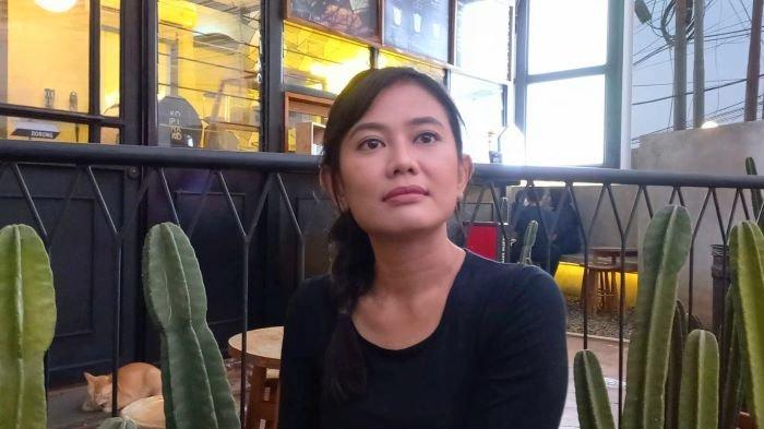Pemain sinetron Hamidatun Syadiah berbincang bersama Wartakotalive.com di kawasan Karang Tengah, Lebak Bulus, Jakarta Selatan, Selasa (21/9/2021). Hamidatun Syadiah adalah pemeran Jubaedah alias Mpok Edah di sinetron Tukang Ojek Pengkolan (TOP).