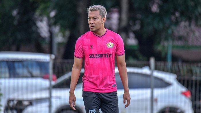 Gabung RANS Cilegon Unted FC, Hamka Hamzah Ukir Sejarah Sebagai Pemain Sekaligus Manajer Sepak Bola