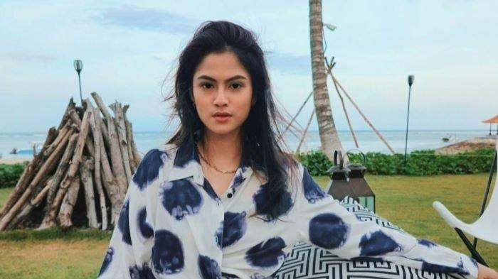 Hana Saraswati ikut bermain sinetron Buku Harian Seorang Istri dan berperan sebagai Alya yang cantik dan sensual, Senin (11/1/2021).