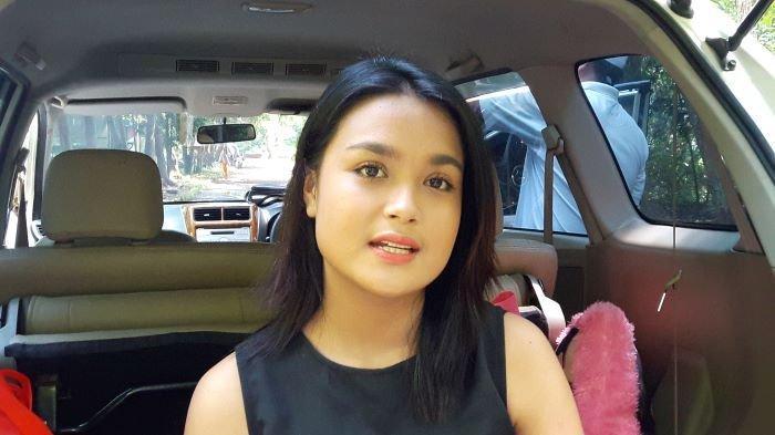 Pemain sinetron Hanna Kirana disela syuting sinetron di Buperta Cibubur, Jakarta Timur, Jumat (4/6/2021).