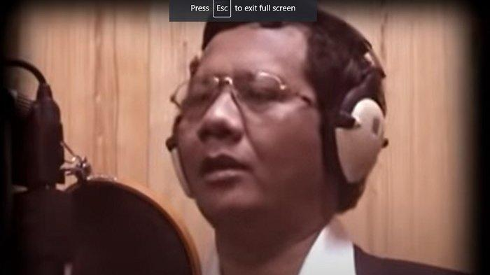 RAYAKAN Isra Miraj, Mahfud MD Nyanyikan Lagu Husnul Khotimah, Video Direkam Bareng Presiden Gus Dur