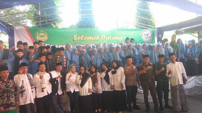 Kegiatan hari santri di Pondok Pesantren Al Amanah Al Bantani, Setu, Tangerang Selatan, Selasa (22/10/2019).