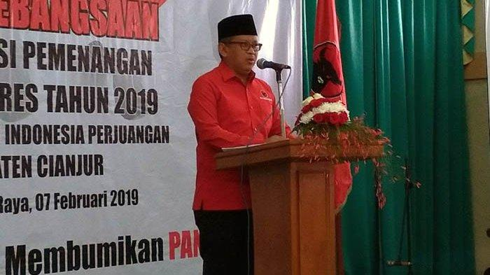 Hasto Kristiyanto Beri Nilai 3 untuk Puisi Doa yang Ditukar Karya Fadli Zon