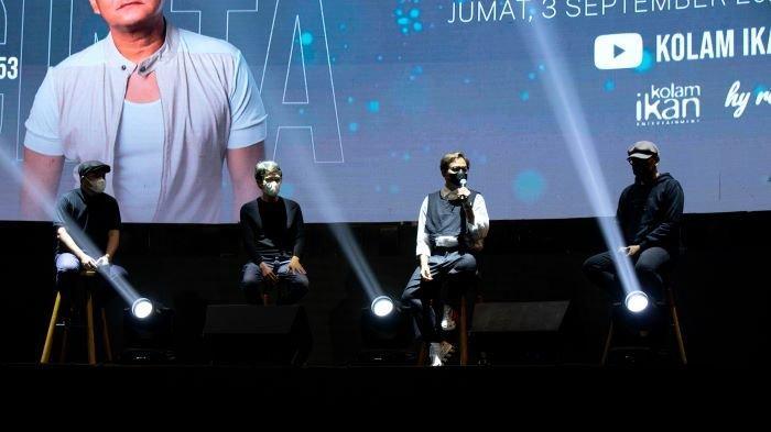 Hedi Yunus ditemani Tohpati saat mengenalkan lagu Denganmu Cinta, Jumat (3/9/2021). Hedi Yunus menandai perjalanan karirnya selama 35 tahun di industri musik Indonesia dengan merillis single Denganmu Cinta, sekaligus kado ulang-tahun ke-53 Hedi Yunus.