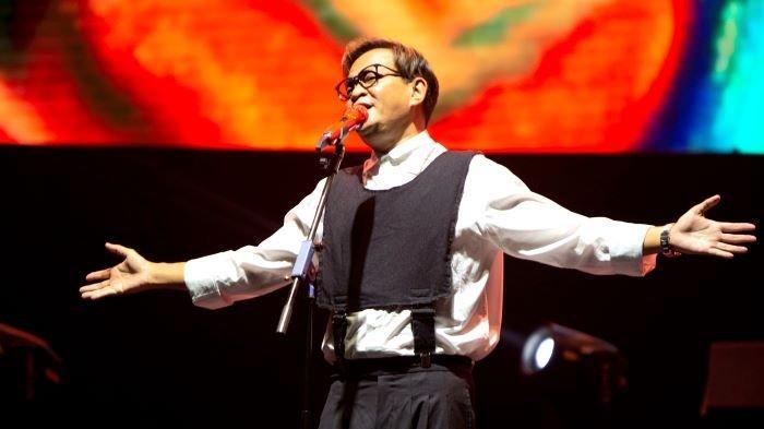 Hedi Yunus menandai perjalanan karirnya selama 35 tahun di industri musik Indonesia dengan merillis single Denganmu Cinta, Jumat (3/9/2021). Single tersebut sekaligus kado ulang-tahun ke-53 Hedi Yunus.