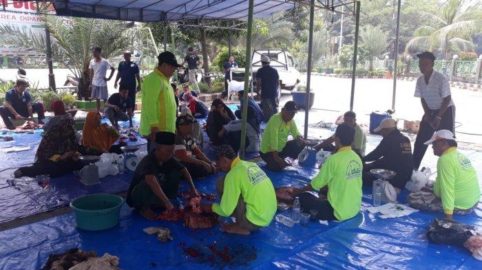 1.000 Kupon Paket Daging Dibagikan Masjid Agung Al Barkah Kota Bekasi