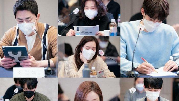 Pemeran drama Korea Hospital Playlist sedang membaca naskah drama musim keduanya. Bintang-bintang sebelumnya bakal muncul kembali seperti  Yoo Yeon Seok dan Jung Hyung Ho.
