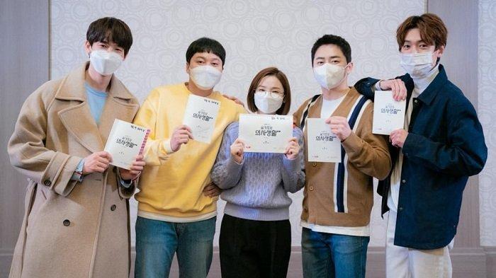 Pemeran Drama Korea Hospital Playlist 2 Jadikan Pembacaan Naskah sebagai Ajang Reuni