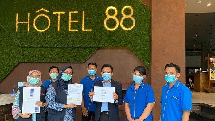 Hotel 88 dan Luminor Hotel Raih Sertifikat CHSE Kemenparekraf dengan Nilai 100 Persen