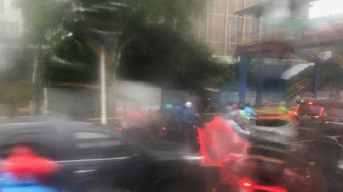 Usai Diguyur Hujan Deras, Jalan Kramat Raya Jakarta Pusat Ramai Lancar