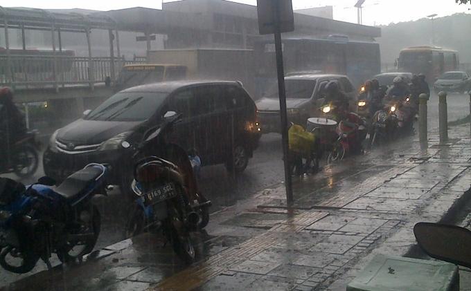 Cuaca Jumat 3 April 2020 Sebagian Jakarta Hujan Siang, Waspada Hujan Petir di Jaksel dan Jaktim Sore