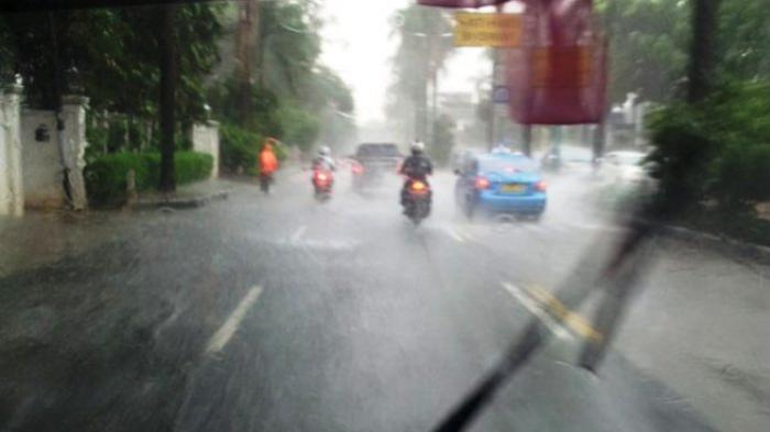PERINGATAN DINI BMKG Senin 28 Juni 2021: Hujan Disertai Petir Guyur Tiga Wilayah Jakarta