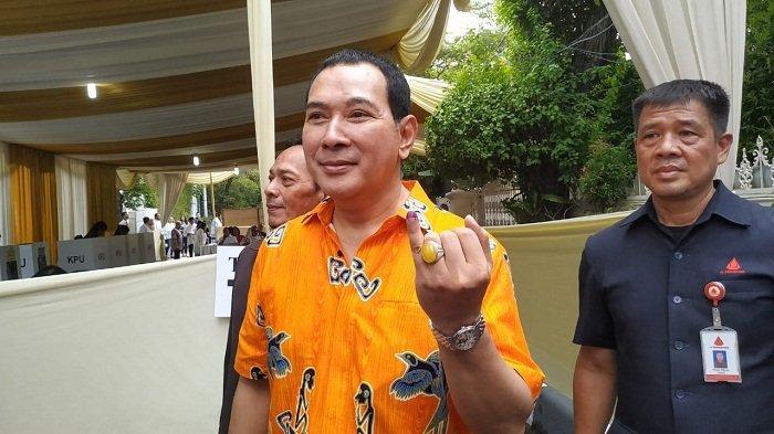 Hutomo Mandala Putra alias Tommy Soeharto nyoblos di TPS 02 Jalan Cendana, Gondangdia, Menteng, Jakarta Pusat, Rabu (17/4/2019).