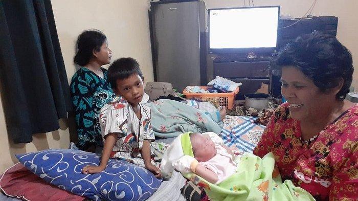 Wanita Lahiran di Mobil PLN Dalam Kepungan Banjir, Suami Meninggal Barang Dagangan Rusak