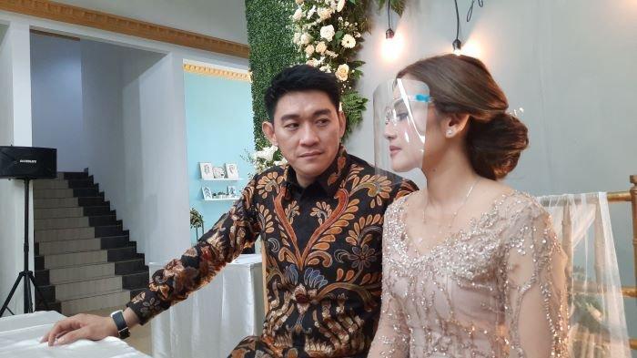 Ifan Seventeen melamar Citra Monica di kawasan Tebet, Jakarta Selatan, Selasa (6/4/2021). Setelah lamaran, mereka siap menikah setelah perayaan Lebaran 2021.