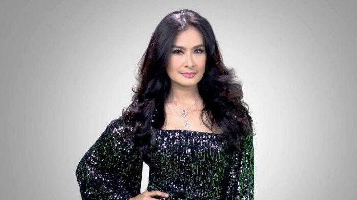 Selama berada di rumah saja, Diva Dangdut Iis Dahlia menghasilkan single terbaru berjudul Viral. Single itu dirilis ke publik bersamaan dengan waktu Iis Dahlia mengenalkan lagu baru, Jumat (26/6/2020).