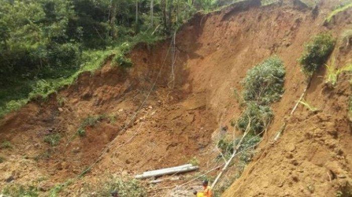 Jalur Borobudur-Kalibawang Sebagian Tertutup Tanah Longsor