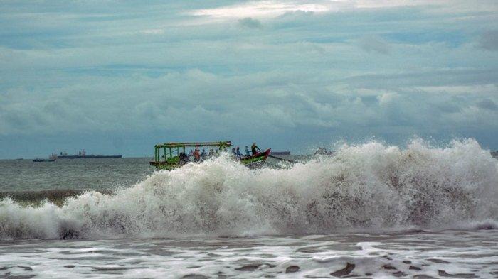 BMKG Ingatkan Waspada Gelombang 1,25-2 Meter di Kepulauan Seribu dan Barat Laut Jawa
