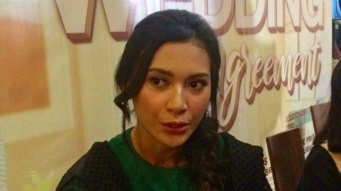 Dikabarkan Menjalin Asmara, Indah Permatasari Sebut Arie Kriting Sebagai Partner yang Woles