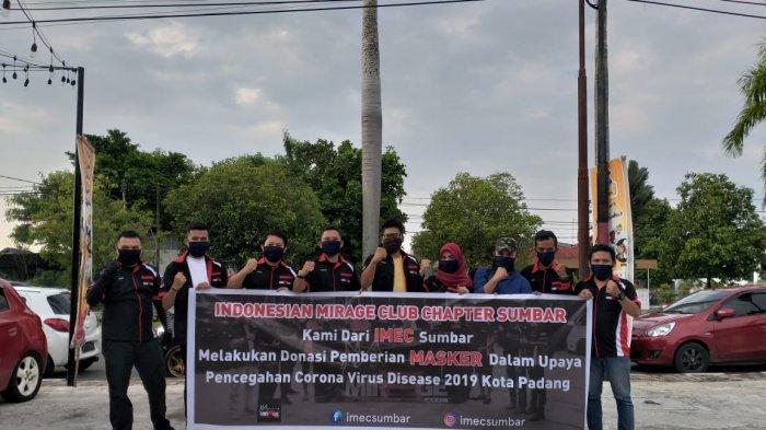 Antisipasi Wabah Covid-19, Indonesian Mirage Club Chapter Sumbar Bagi-Bagi Masker di Kota Padang