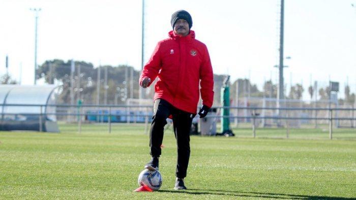 Dirtek PSSI Indra Sjafri Akui Masih Proses Verifikasi Tiga Asisten Pelatih Baru untuk Shin Tae-yong