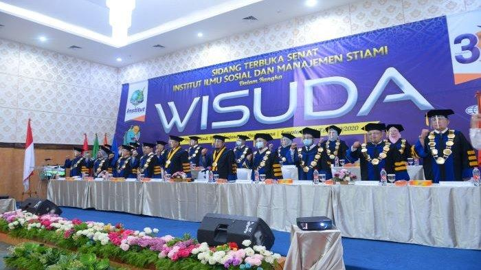 Sebanyak 285 wisudawan Institut Ilmu Sosial dan Manajemen STIAMI dari Program Vokasi, Program Sarjana dan Program Pascasarjana mengikuti prosesi wisuda secara virtual.