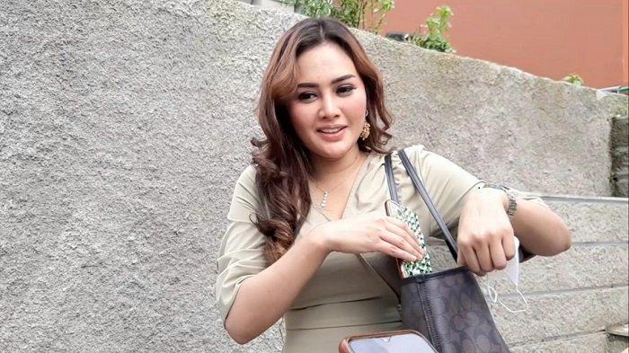 Penyanyi dangdut Intan Ratna Juwita saat ditemui di Trans TV, Mampang Prapatan, Jakarta Selatan, Kamis (11/2/2021).