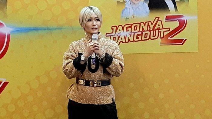 Penyanyi dangdut Inul Daratista saat peluncuran album dangdut terbarunya berjudul Jagonya Dangdut 2, di Kemang, Jakarta Selatan, Kamis (19/11/2020).