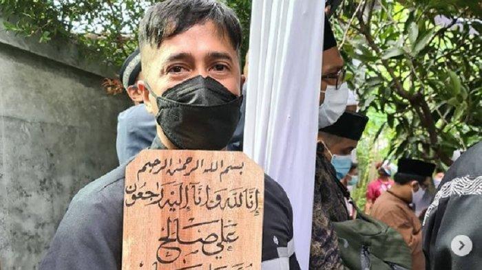 Irfan Hakim Menangis saat AspriSyekhAliJaber Ungkap Isyarat Pamit, Tak Bisa Lihat Istri Lahiran
