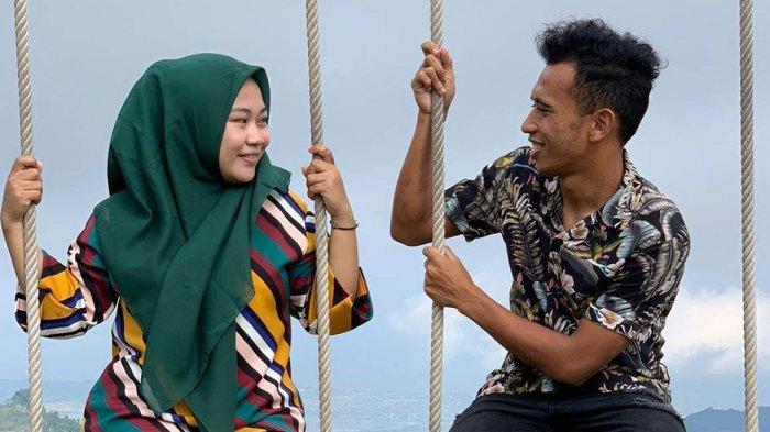 Irfan Jaya dan Sri Lestari Dhanial liburan di puncak gunung Loka Uluere, Kabupaten Bantaeng, Sulsel