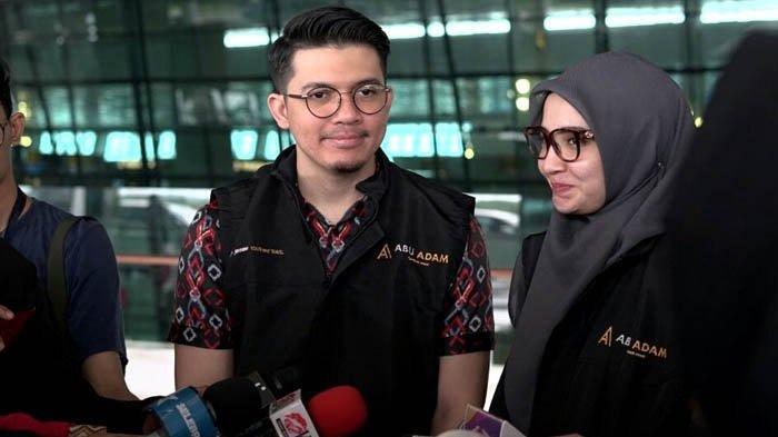 Irwansyah dan Zaskia Sungkar sebelum berangkat umrah di Bandara Soekarno-Hatta, Tangerang, Banten, Senin (21/1/2019).