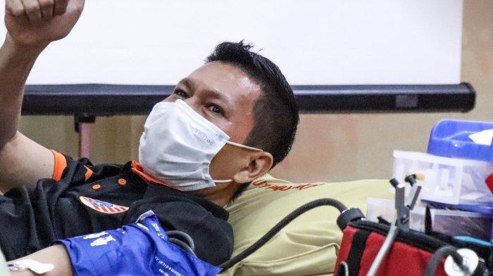 Bek Persija Jakarta Ismed Sofyan Mengajak Masyarakat DKI Jakarta Partisipasi dalam Aksi Donor Darah