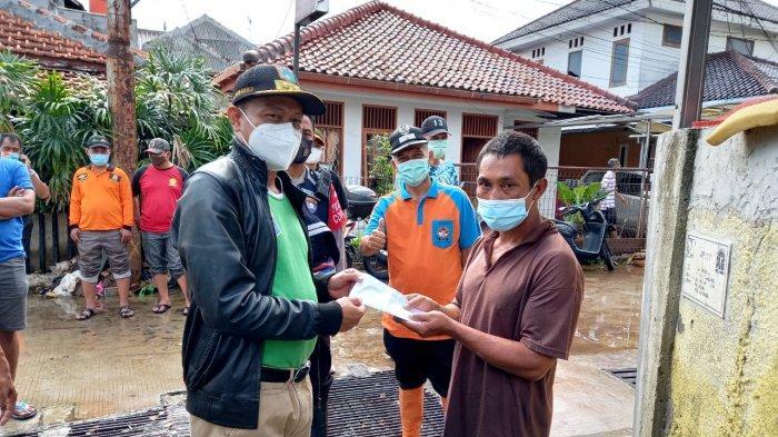 Ringankan Beban, Pemkot Jakarta Selatan Santuni Korban Banjir Jati Padang
