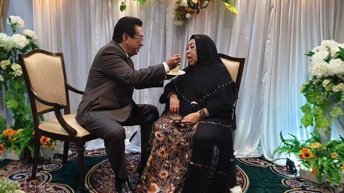 Anwar Fuady dan almarhumah Farida Fuady. Istri Anwar Fuady itu meninggal dunia di RS Ciputra, Minggu (18/7/2021) pagi.