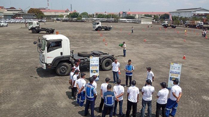 Tingkat Kecelakaan Tinggi, Isuzu dan Jasa Marga Gelar Pelatihan Berkendara Aman bagi Sopir Truk