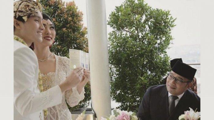 Isyana Sarasvati dan Rayhan Maditra saat menikah disaksikan Gubernur Jawa Barat Ridwan Kamil, Minggu (2/2/2020).