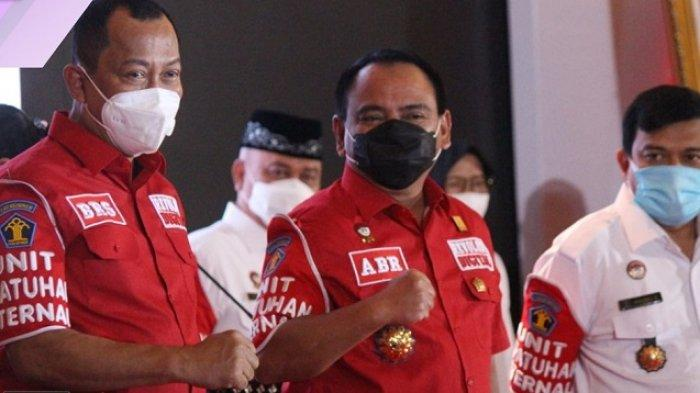 Inspektur Jenderal, Andap Budhi Revianto beserta para Pimpinan Tinggi Madya Unit Utama Kemenkumham menandatangani perjanjian kinerja dan menerima pengukuhan Unit Kepatuhan Internal (UKI) oleh Menteri Hukum dan HAM, Yasonna H Laoly di Hotel JS Luwansa, Jakarta.