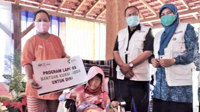 Tanggap Stunting Saat Pandemi, IZI dan Walikota Bandung Serahkan Kursi Roda