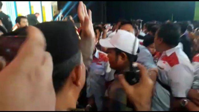 Debat Pilkada Jabar 2018 Ricuh karena Pendukung Nyaris Adu Jotos dan Dipenuhi Caci Maki