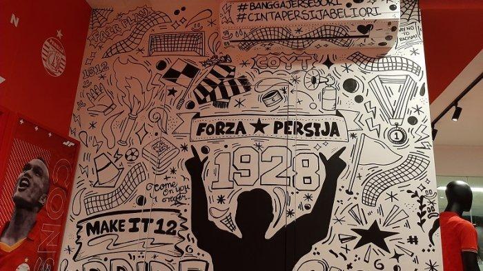 Jelang Grand Launching, Persija Fans Percantik Dinding Persija Store dengan Gambar Kreativitas