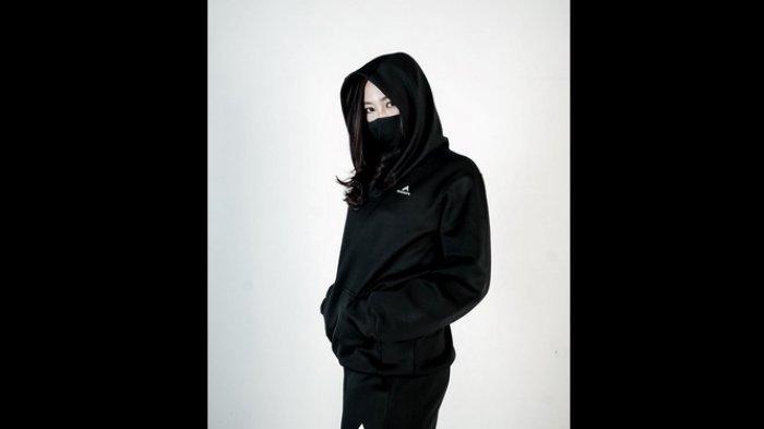 Jaket Eiger perempuan, menggunakan teknologi Bacmatic dari Dymatic Chemicals