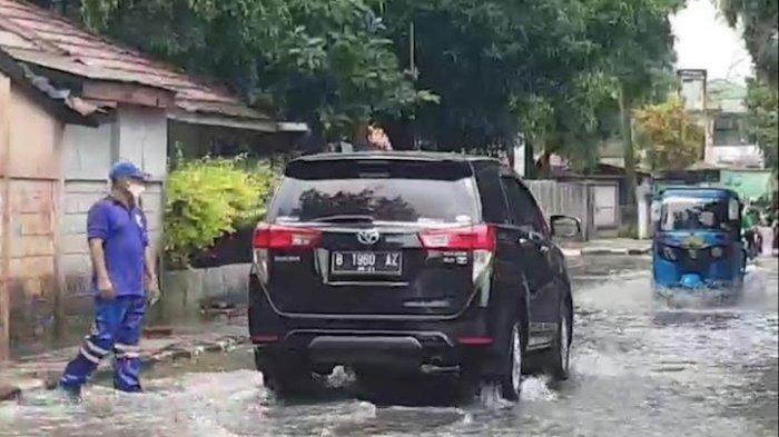 Perumahan di Jalan Bojana Tirta Pulogadung Terendam Genangan 20 Cm, Waduk Bea Cukai Meluber