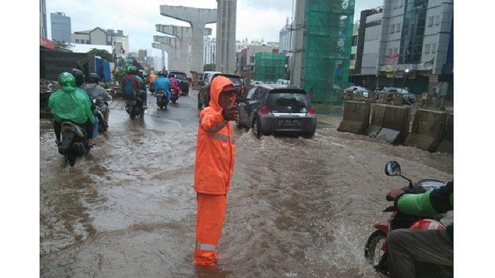 Camat Akui Banjir di Jalan Boulevard Barat Kelapa Gading Sulit Surut: Agak Lambat