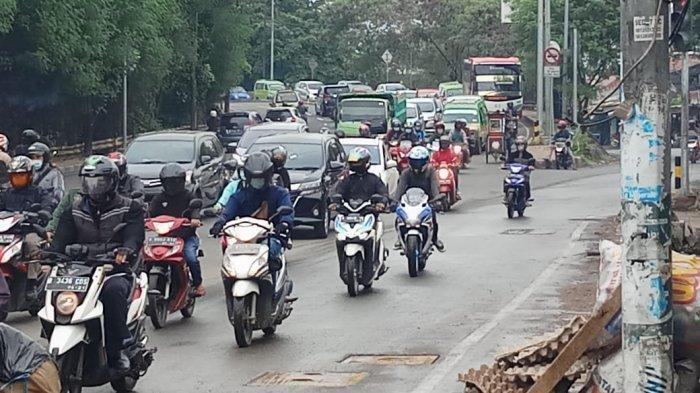 VIDEO Traffic Report: Jalan Daan Mogot Batu Ceper Padat Merayap Rabu Pagi