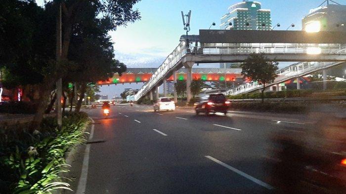 Malam Ini, Arus Lalu Lintas Kendaraan di Jalan Gatot Subroto Jakarta Lancar