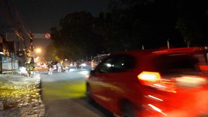 Arus Lalu Lintas di Simpang Jalan Raya Pitara Depok Malam Ini Lancar di Kedua Arah
