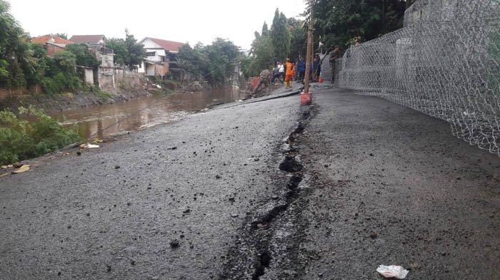 Jalan Retak di Kebon Manggis Matraman Bertambah 25 Meter